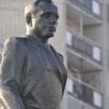 Sub privirile lui Gagarin in hainele lui Stalin..